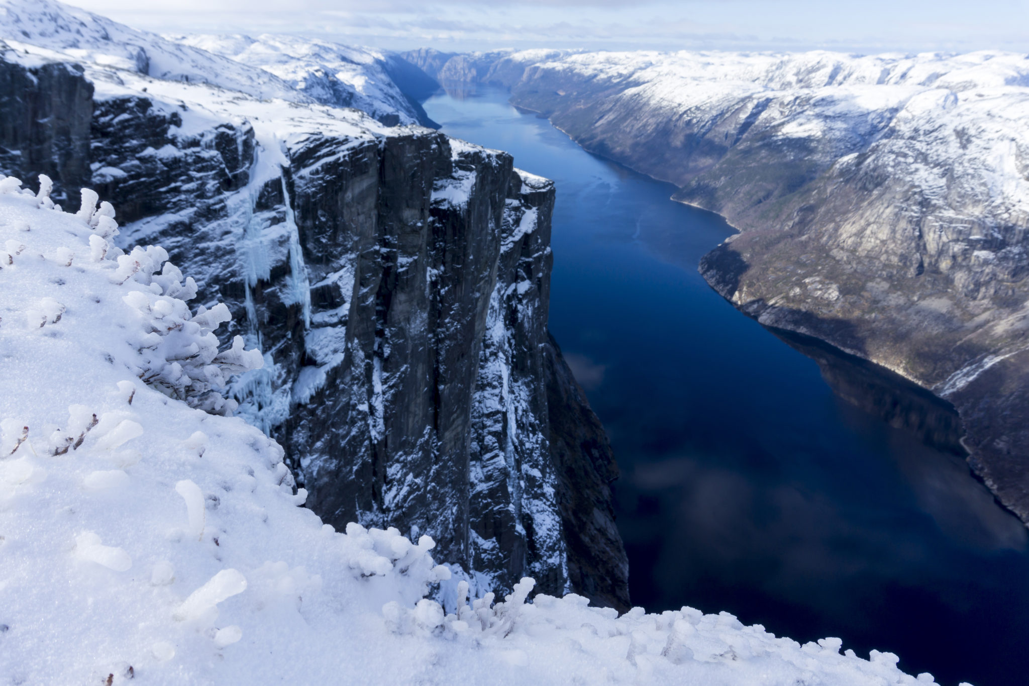 kjerag-boulder-norway-winter-easter-adventure
