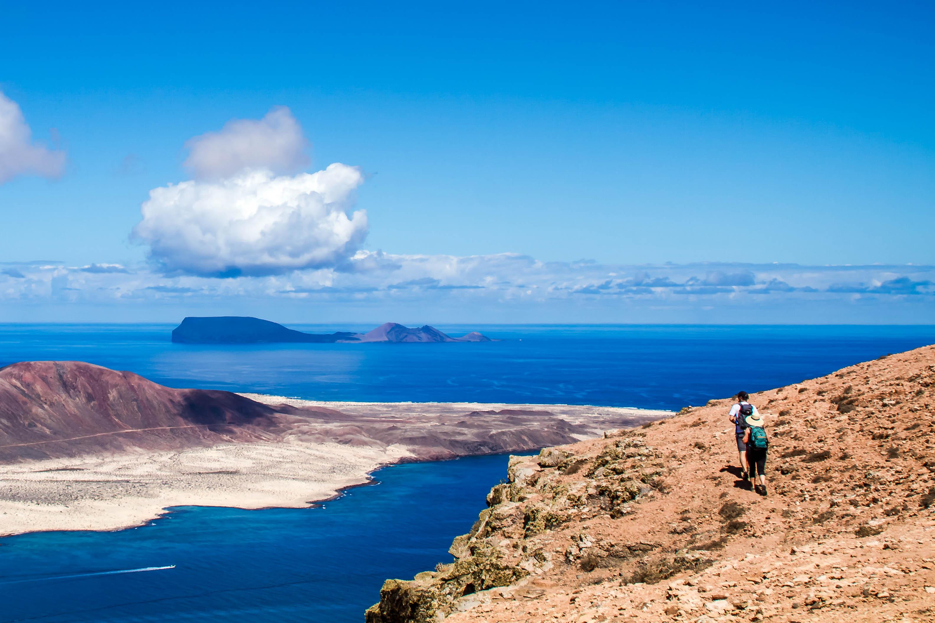 Hiking-Timanfaya-National-Park-Lanzarote